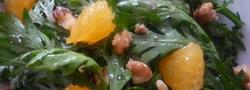 お鍋で大活躍してくれる、香り高い春菊は生のままサラダにしても美味しい!