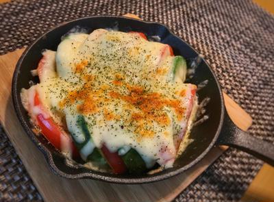 【アボカドとトマトのチーズ焼き】トースターで簡単!ワインおつまみ