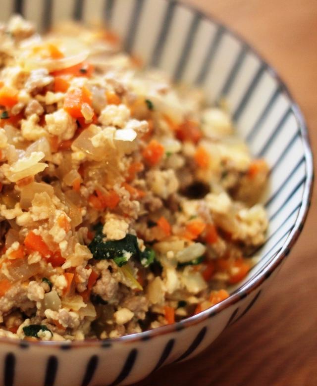 ほうれん草とひき肉の炒り豆腐