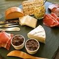 【クリスマスやパーティの前菜に】デーツとバルサミコ酢のスイートペースト ブリ―チーズ(カマンベール)と一緒にどうぞ