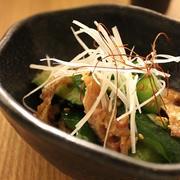 カリカリ鶏皮とたたき胡瓜の和え物