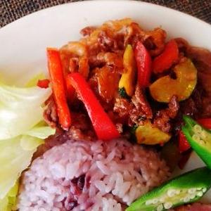 牛肉と夏野菜のレッドカレーペースト炒め