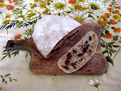混ぜるだけ、こねない簡単なオリーブのパン。