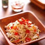 バジルとナンプラー香るアジアン風トマトレモンドレッシングでいただくもやしとひき肉の和え物