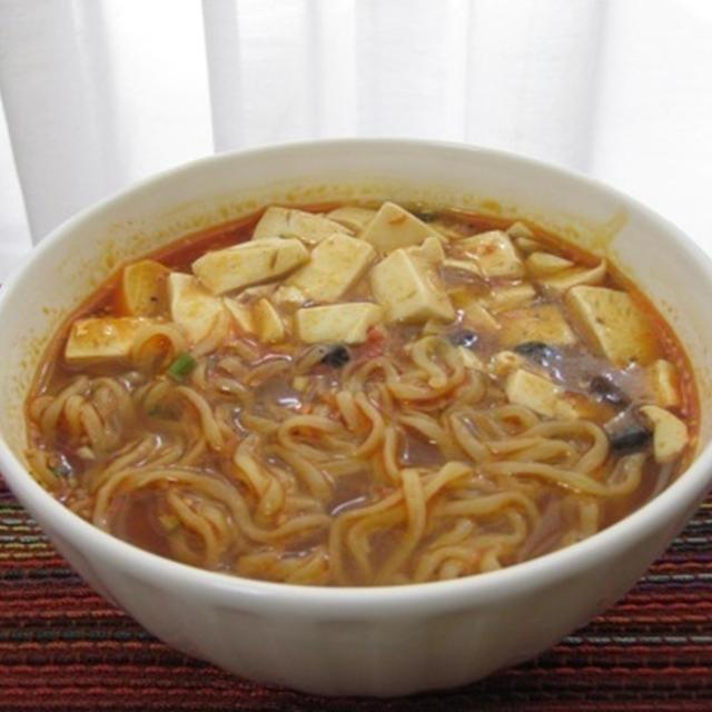 ピリ辛豆腐のせ四川風味噌拉麺