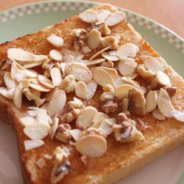 ハチミツみそが香ばしい♪ シュガーナッツトースト