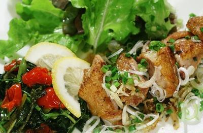 【一人晩ご飯】ヘルシー葱塩レモンチキン/お刺身/ホウレン草の羊羹など。