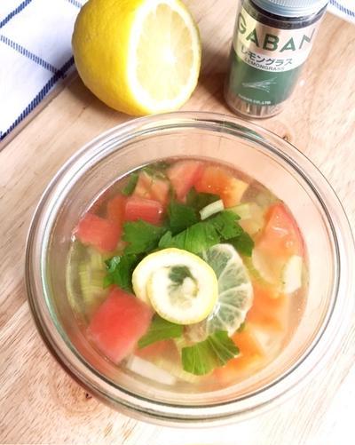 さらっとレモングラス風味♪セロリとトマトのスープ