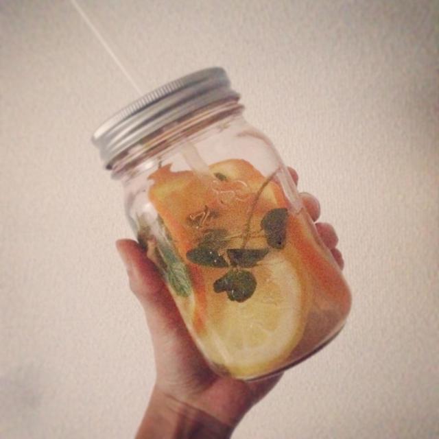 オレンジとレモンのデトックスウォーター