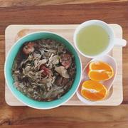 1/19の朝ごはん。調理時間5分。鶏肉と舞茸のにゅうめん。