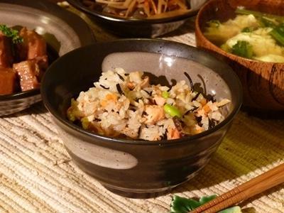 ルクエで作る鮭とひじきの混ぜ御飯