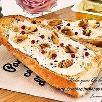 クリームチーズ&クルミのオープンサンド