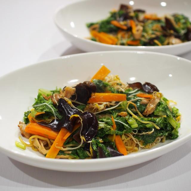残り野菜の焼きそばとブロッコリーの椎茸あんかけ