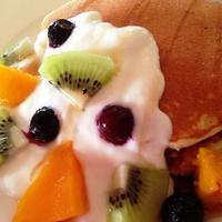 ヨーグルト&フルーツのせパンケーキプレート☆メープルがけ