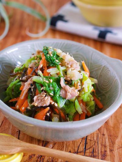 お鍋に飽きたら♪抱えて食べたい♪『湯かけ白菜とツナ塩昆布の無限サラダ』
