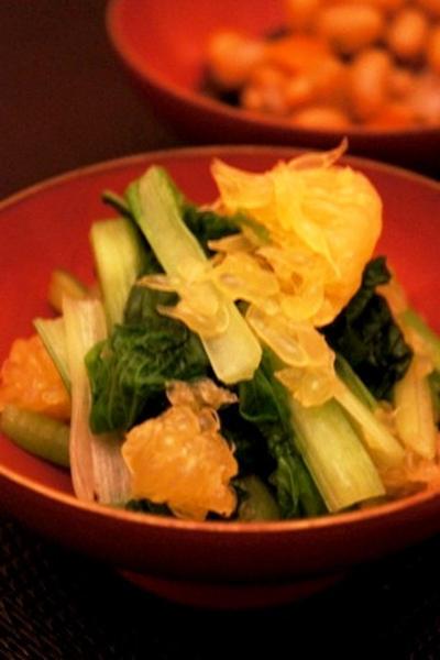 初夏の夕餉、小松菜と甘夏の和え物、鰺の梅肉大葉巻きでハイボール