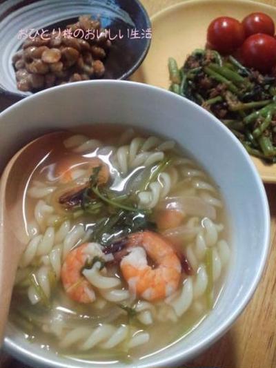 秋のような夏の夜に  なんちゃってトムヤムクンのパスタスープ