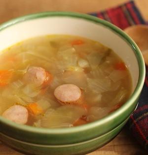 簡単♪たっぷり野菜とソーセージのコンソメスープ