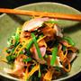 青菜と酢玉葱とベーコンの和えもの