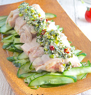 ほうっておくだけ♡しっとり柔らか蒸し鶏とキュウリの塩ネギソース&お皿の選び方《簡単★作り置き》