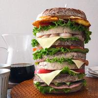 はみ出すチーズのサンドイッチタワー