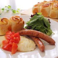 くるくるちぎりパン♪オニオンベーコンチーズ&ホワイトオムレツ