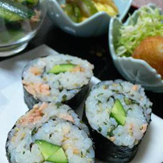 残った焼き鮭を海苔巻きにしちゃおう♪節分の恵方巻きにもおすすめ(^^)