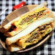 山型食パンで食べやすい「オムそばサンド」&メシ通さんアップ今回は「TKG」
