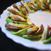 ブラウンマッシュルームとアボカドのカプレーゼ風サラダ、ポルチーニのソース