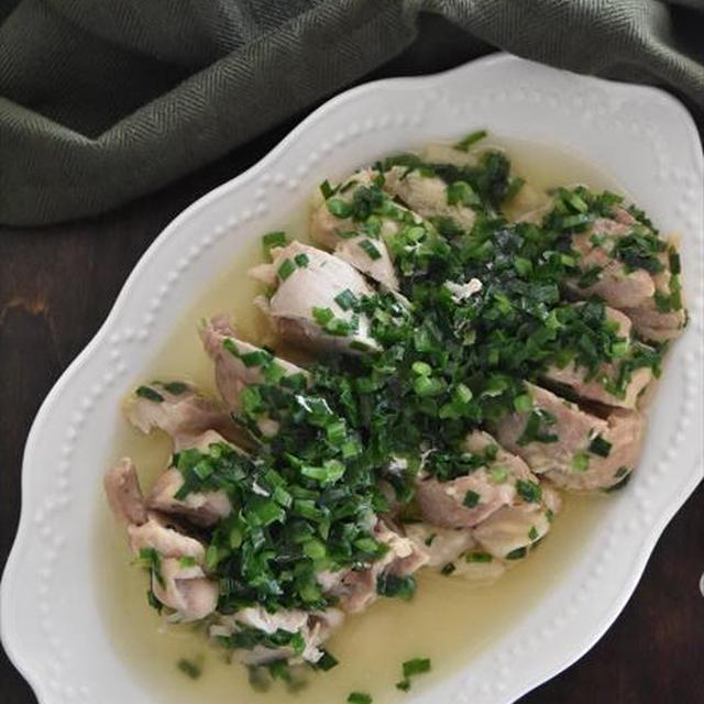 シンプルなのに旨味たっぷり♡鶏肉の酒蒸しニラダレ
