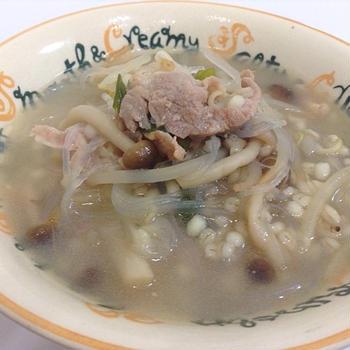 モランボン「韓の食菜 塩チャプチェ」からのもち麦入りスープ