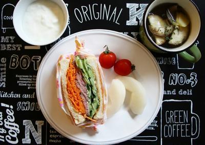 ローストビーフサンドの朝ご飯*秋刀魚のみりん干しわっぱ弁当*ローストビーフ丼の夕ごはん