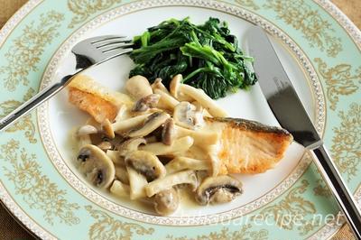 鮭のムニエル・きのこクリームソース-美肌レシピ【ハダレピ】