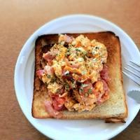 GABANのフレンチハーブミックスを使ったトマトと卵、生ハムのトースト