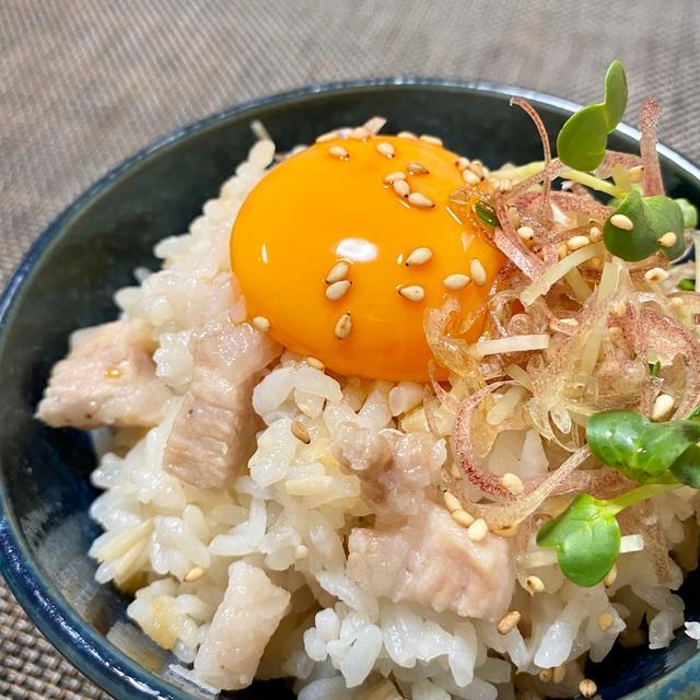 柔らか豚トロと生姜の炊き込みご飯