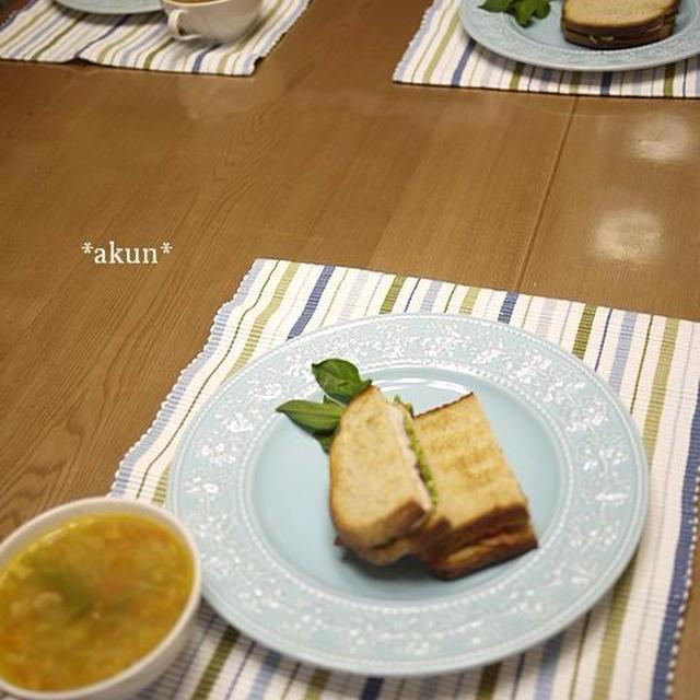シンプルだけど愛情たっぷり。 サンドイッチの朝ごはん 〜460kcal〜