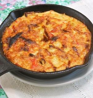 簡単、ヘルシー、ボリューミィ!スキレットとオーブントースターで豆腐と長ネギとカニかまのキッシュ。