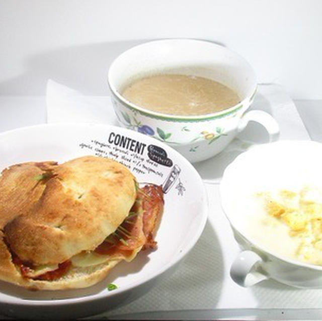 フォカッチャ コーンクリームスープ カフェオレ
