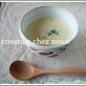 ねぎとジャガイモの温かいスープ