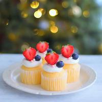 蒸しカップケーキで可愛いミニクリスマスケーキ♪