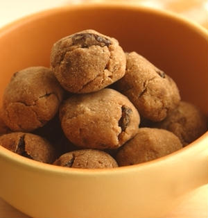 レンジで2分半、ノンオイル♪おからのソフトクッキー風おやつ。