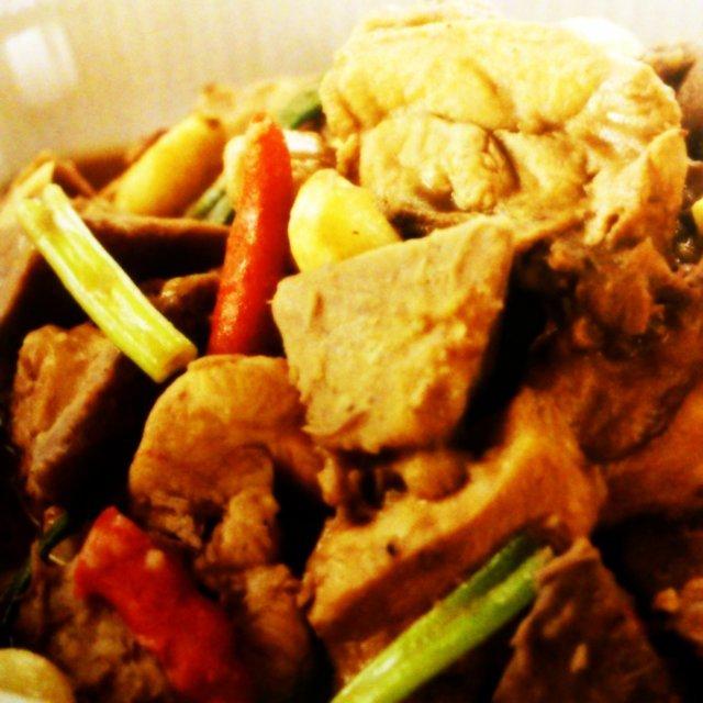 香酥芋雞煲│里芋と鶏肉の客家風肉じゃが