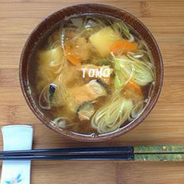 サケ中骨水煮缶 de 鮭のアラ汁