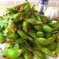 フライパン一つで簡単おつまみ♪スパイシーガーリックな枝豆