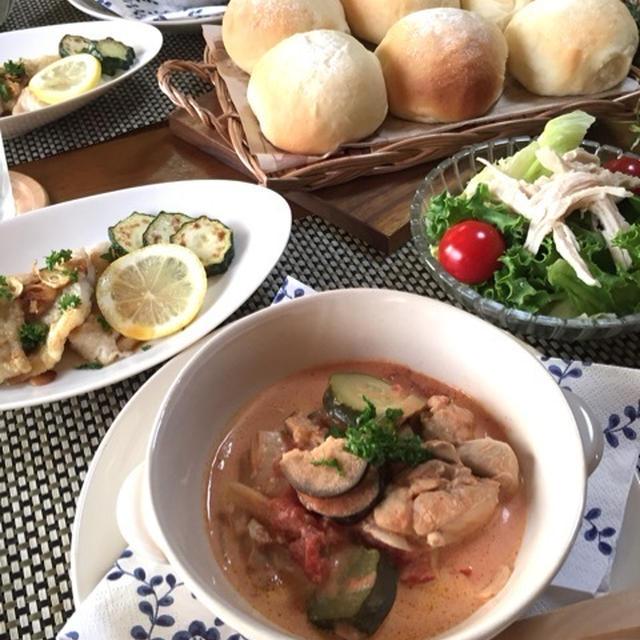 チキンと夏野菜のトマトクリームスープ♪我が家の定番パン♡