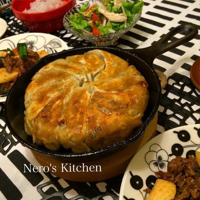 スキレットで鉄鍋餃子・牛肉とピーマンの炒めものなど♪