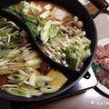 【手作り】二色鍋で簡単美味しい♪豚キムチ鍋とブリとポークの梅しゃぶしゃぶ*仕切り鍋 by かるみあさん