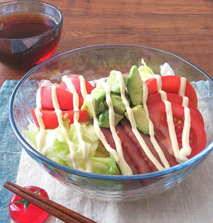 暑い日にぴったり☆アボカドとBLTサラダうどん