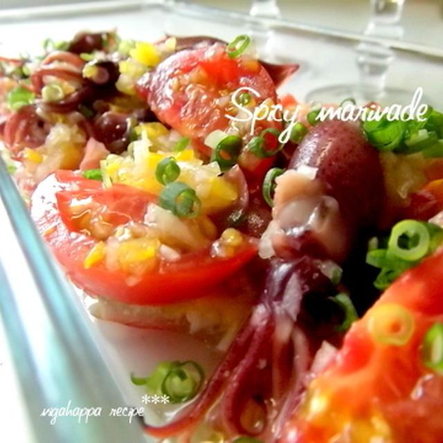 <トマトとホタルイカのピリ辛マリネとおいしいパンやさん>