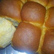 カラメルミルクちぎりパン。と春のプレート。